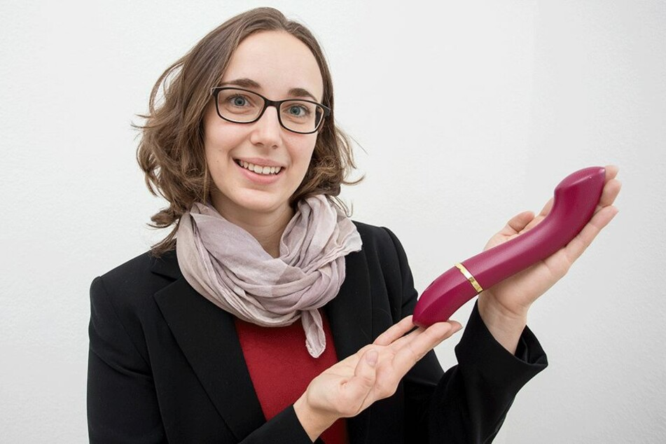 """Endlich serienreif! """"Laviu""""-Gründerin Julia Ryssel (30) mit ihren lautlosen Vibrator."""