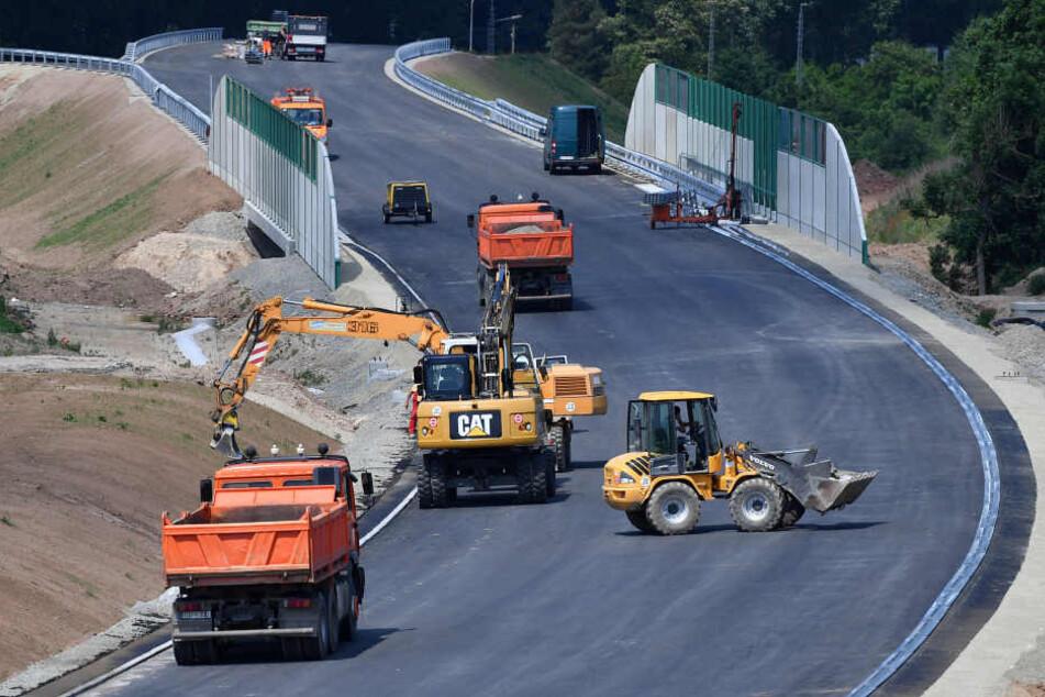 Derzeit wird geprüft, welche Landstraßen in Thüringen erneuert werden müssen.