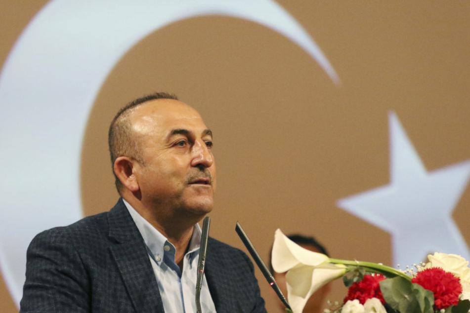 Der türkische Außenminister Mevlut Cavusoglu bei seinem Wahlkampfauftritt im französischen Metz.