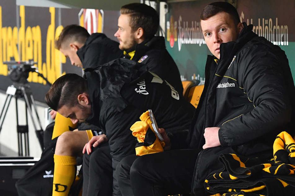 Haris Duljevic (r.) fand sich gegen St. Pauli auf der Bank wieder.