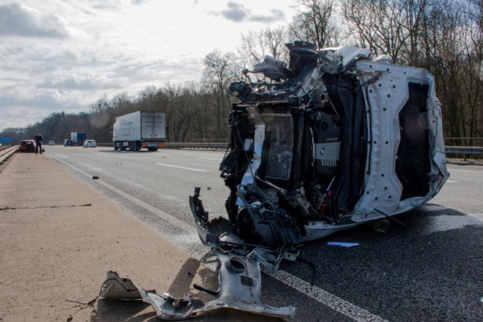 Mehrfach überschlug sich das Auto eines 18-Jährigen.