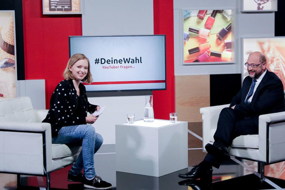 """YouTuberin Lisa Sophie interviewte den Kanzlerkandidaten für die Sendung """"#DeineWahl""""."""