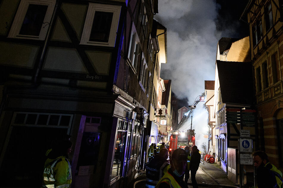 Großbrand zerstört mehrere Fachwerkhäuser in historischer Altstadt