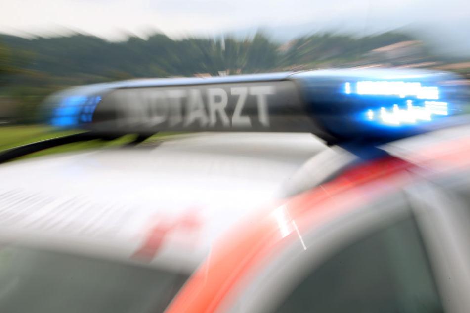 Eine 51-Jährige kam mit leichten Verletzungen davon. (Symbolbild)