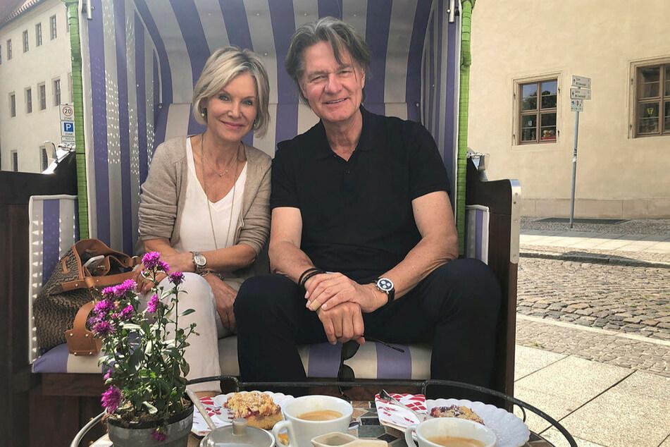 Doppelt hält besser: Peter Escher (66) und seine Ehefrau Ulrike feiern heute gleichzeitig Valentins- und ihren 31. Hochzeitstag – mit dem Kochbuch für glückliche Paare.