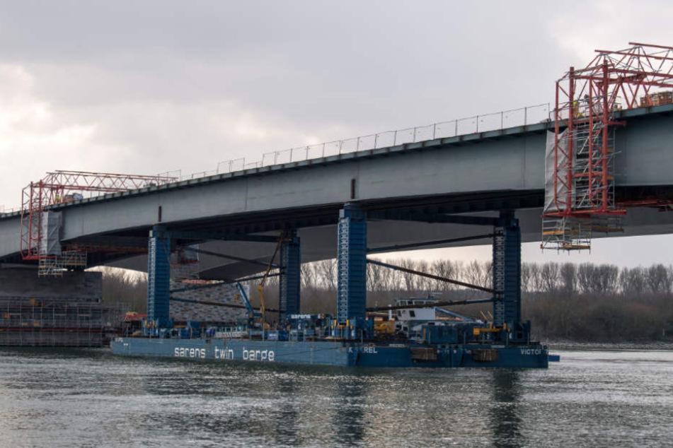 Bald ist sie Geschichte: Alte Schiersteiner Brücke weicht Stück für Stück