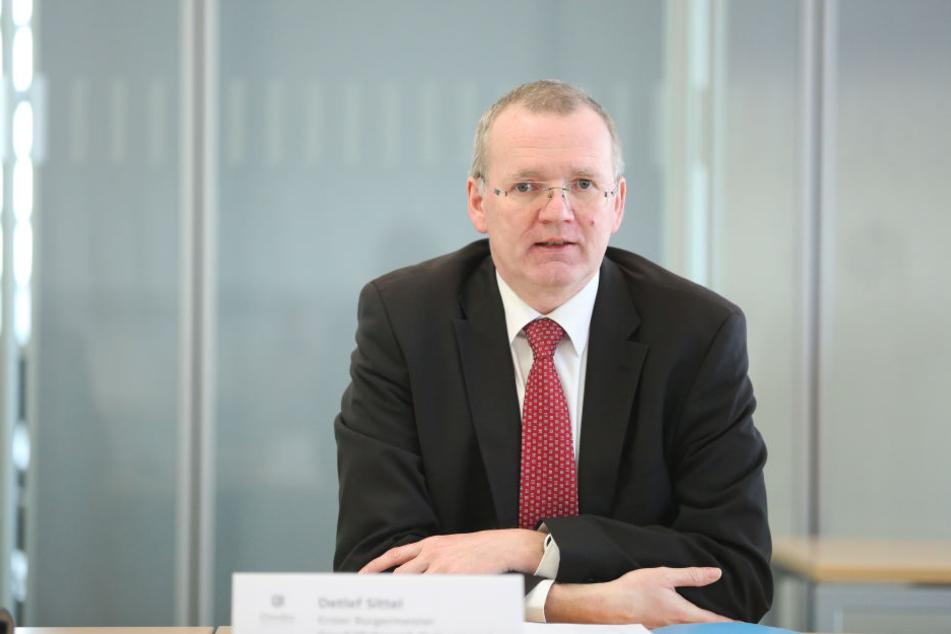 Ordnungsbürgermeister Detlef Sittel (50, CDU) gewährt den Stadträten einen weiteren Probelauf der neuen Anlage.