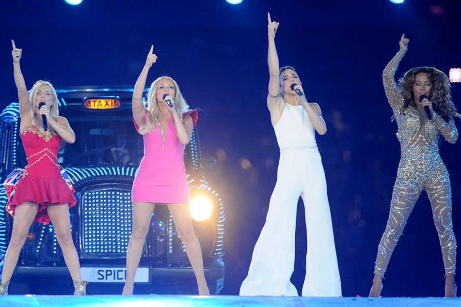 Die Spice Girls mit Geri Halliwell (l-r), Emma Bunton, Melanie Chisholm, Melanie Brown wollen es nochmal wissen und kündigen eine Tour durch Großbritannien an.