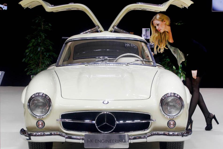 Elegant, sinnlich, tolle Kurven: Ein Mercedes-Benz 300 SL Coupe von 1956 auf der Techno Classica.