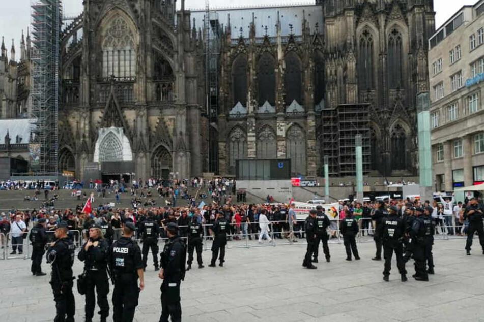 Rechte Gruppen hatten zu Teilnahme an einer Mahnwache aufgerufen.