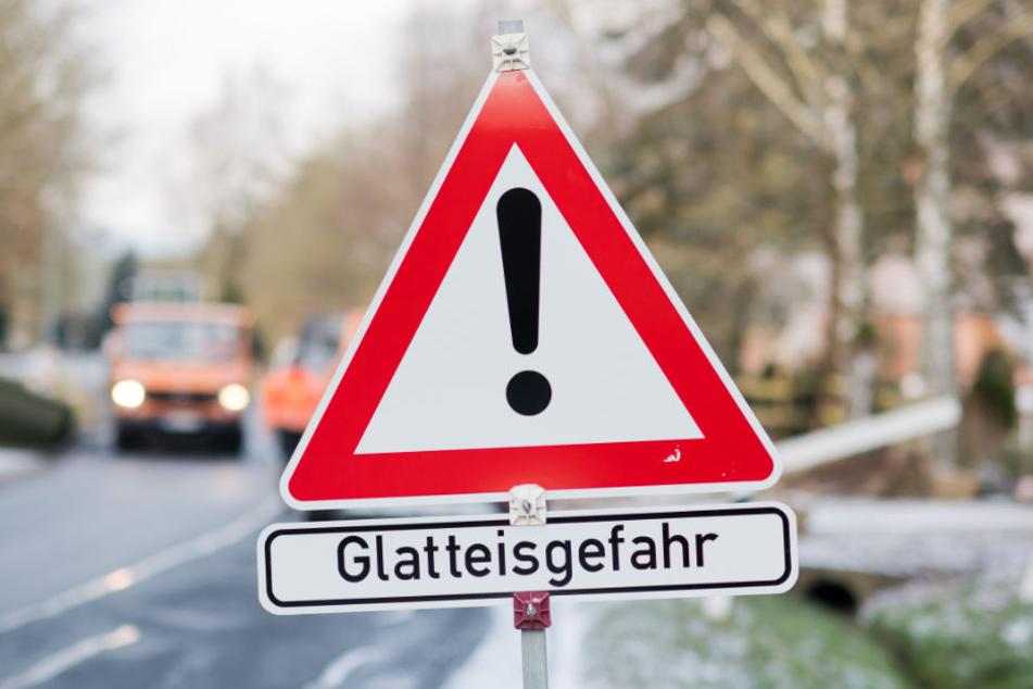 Aufgrund der winterlichen Temperaturen in Bayern gab es mehrere Verkehrsunfälle. (Symbolbild)