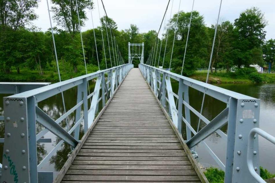Die Brücke ist nur für Fußgänger und Radfahrer freigegeben.