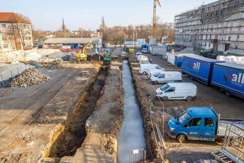 Am Citybeach entsteht derzeit ein Schallschutz in Richtung des sich im Bau befindlichen Hotels der Hafencity.