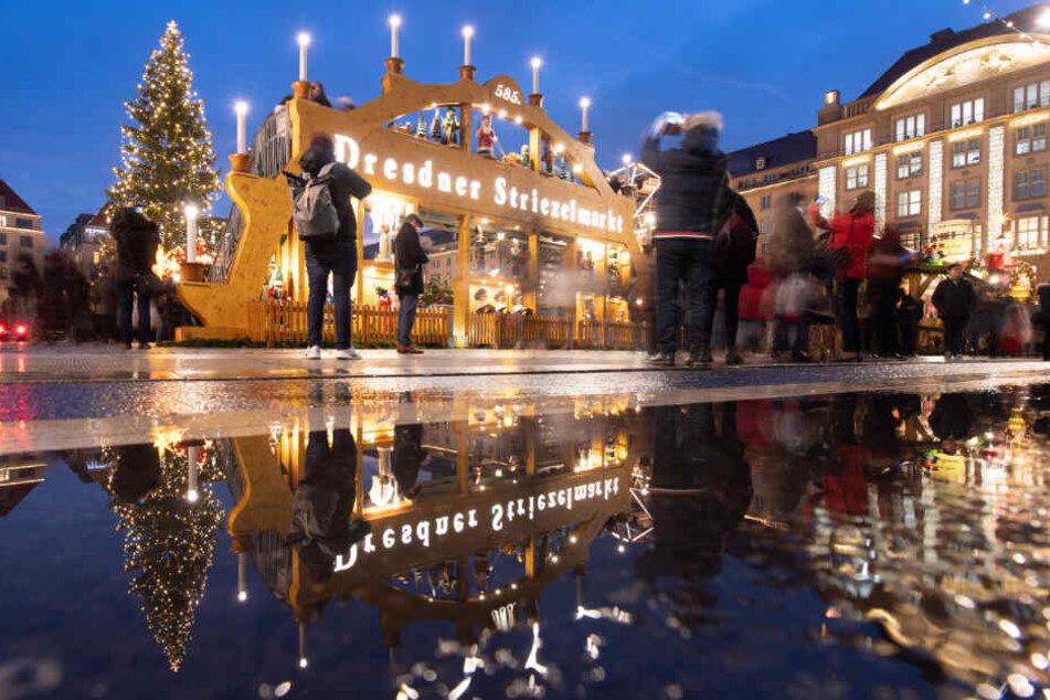 Der dritte Advent wird am Dresdner Striezelmarkt wird wolkig, böig aber mit knapp 10 Grad ordentlich mild.