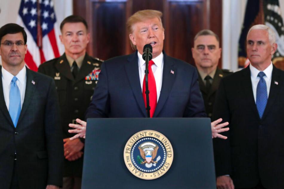 US-Präsident Donald Trump (Mi.), wandte sich am Mittwoch in einer Ansprache aus dem Grand Foyer des Weißen Hauses an die Nation.