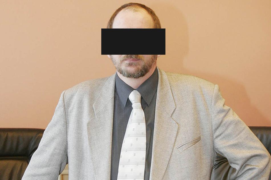 """So selbstbewusst präsentierte sich """"Ministerpräsident"""" O. im Jahr 2005 im Zwickauer Landgericht. Er gilt als einer der ersten sächsischen Reichsbürger, verwendete eigene """"Dienststempel"""""""