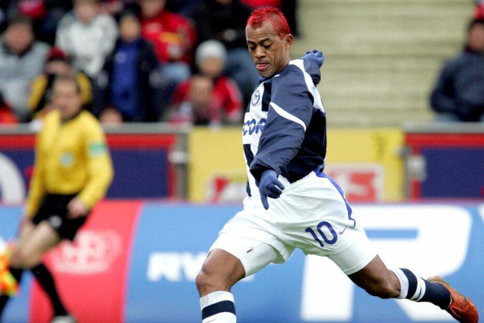 Marcelinho trifft für Hertha BSC gegen Bayer Leverkusen.