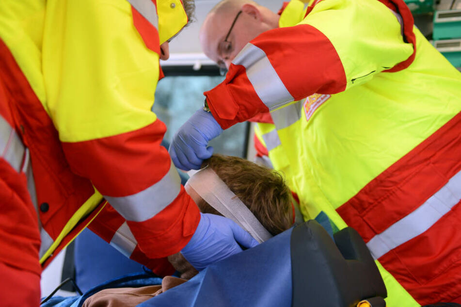 Der Mann wurde mit schweren Kopfverletzungen ins Krankenhaus gebracht (Symbolbild).