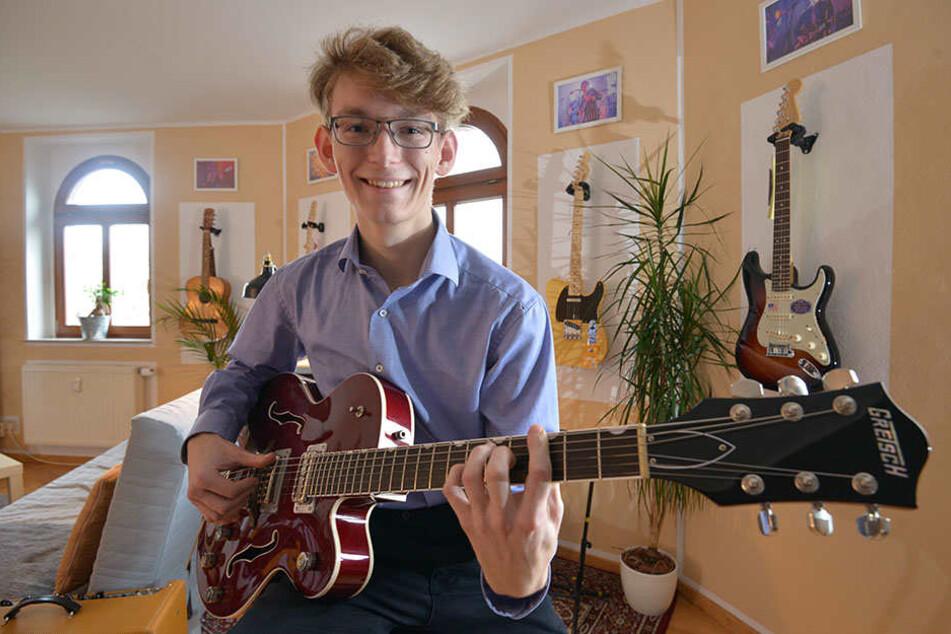 Gitarrenhändler Eric Lenz (19) betreibt sein Geschäft aus dem Wohnzimmer auf dem Sonnenberg.