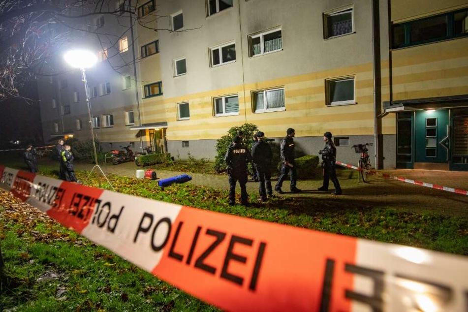 Mann legt tote Frau an der Straße ab, ein Nachbar beobachtet alles!