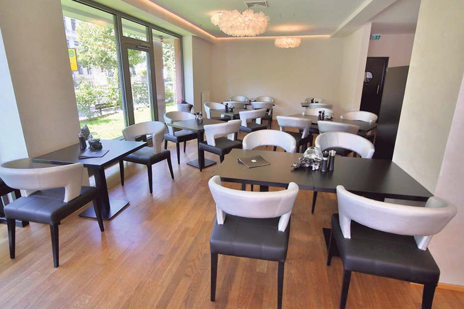 Das Lokal bietet über 50 Sitzplätze, ist modern eingerichtet.