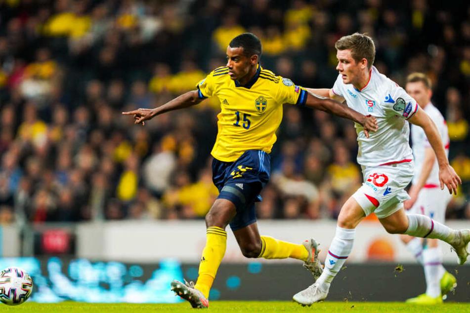 Alexander Isak (l.) absolvierte bislang elf Länderspiele für Schweden und schoss dabei vier Tore.