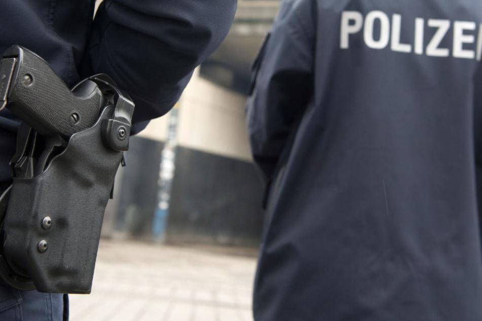 Gefährlicher Flaschen-Wurf von Brücke: Polizei sucht drei Mädchen