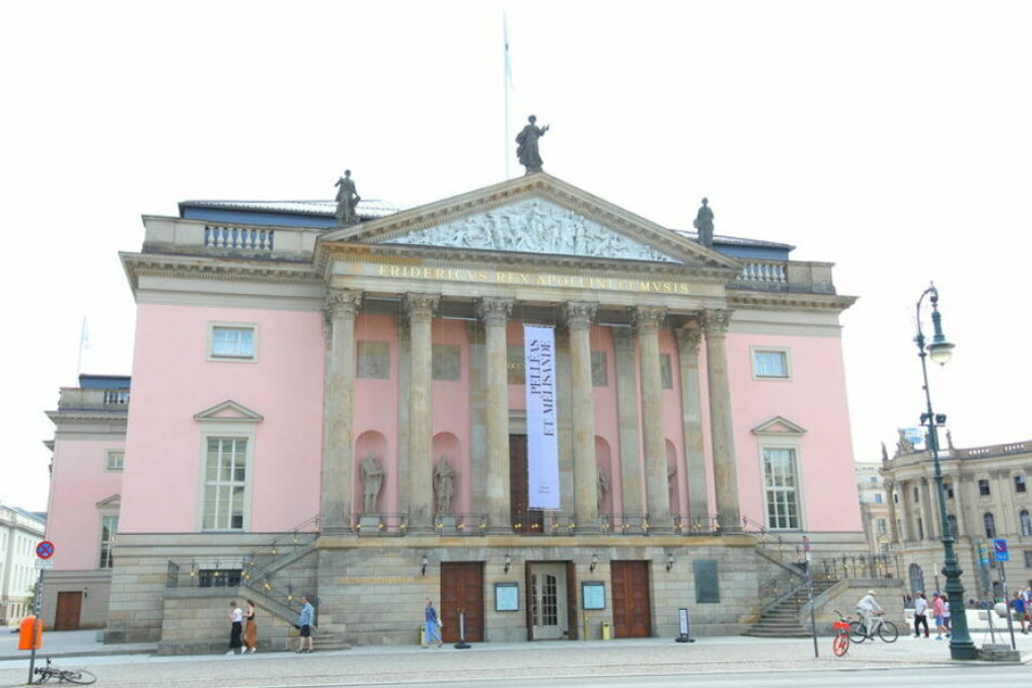 In der Deutschen Staatsoper wird ein Konzert gegeben, bei dem Bundeskanzlerin Merkel und Polens Ministerpräsident Morawiecki erwartet werden.