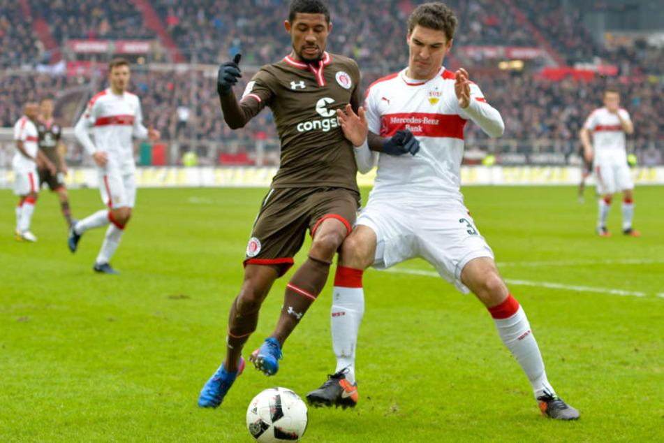 Fällt nun für mehrere Wochen aus: VfB-Verteidiger Marcin Kaminski (rechts). (Archivbild)