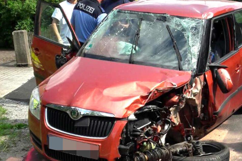 Zwei Skoda-Fahrzeuge stießen in Hohnstein zusammen.