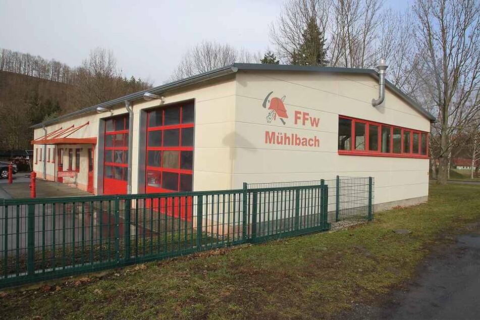 Hier im Feuerwehrhaus werden die Grundschüler die letzten beiden Wochen vor den Sommerferien unterrichtet. Hier wird auch Mittag gegessen.