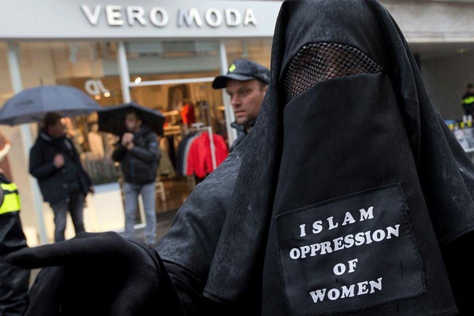 Polizei ratlos: So umgehen Musliminnen das Burkaverbot in der Schweiz
