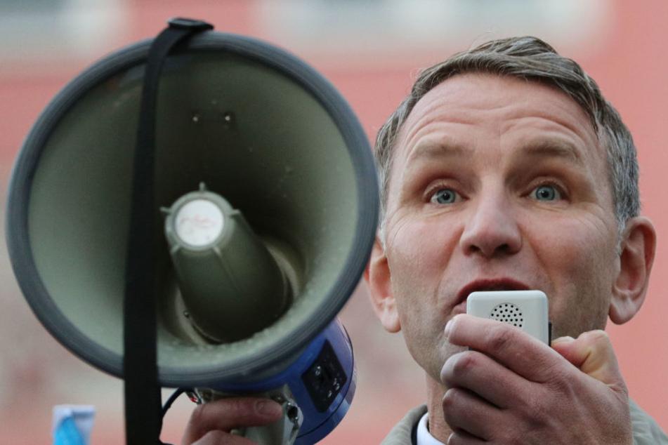 Nur wenige Teilnehmer konnten die Kundgebung von Björn Höcke (AfD) verstehen.