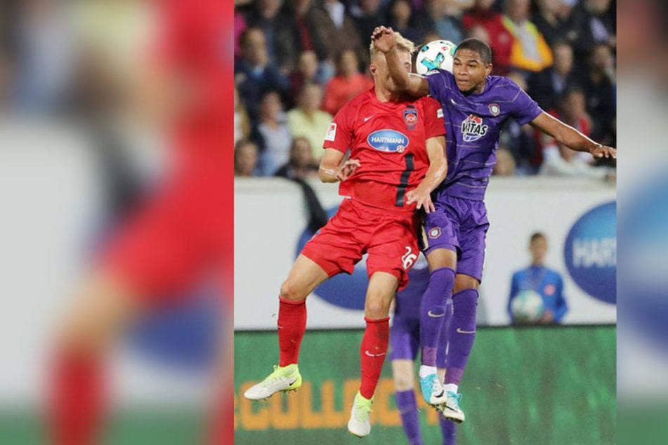 Michael Maria (r., gegen Marcel Titsch-Rivero) spielte nur einmal - für 16 Minuten beim Wiederholungsspiel in Heidenheim.