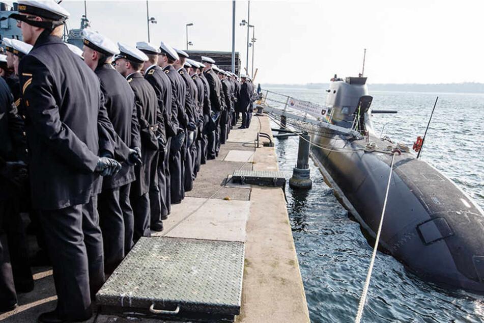 """Das U-Boot """"U35"""" liegt während der Zeremonie seiner Indienststellung im Marinestützpunkt Eckernförde (Schleswig-Holstein)."""