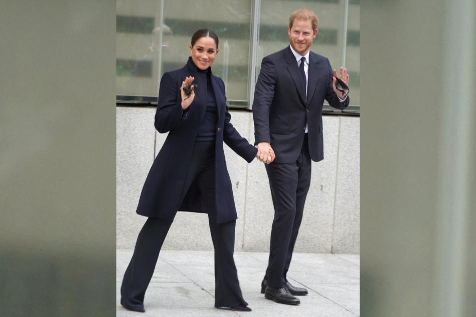 Was für ein toller Style! Prinz Harry (37) und seine Ehefrau Meghan (40) kamen am Donnerstag in New York an.