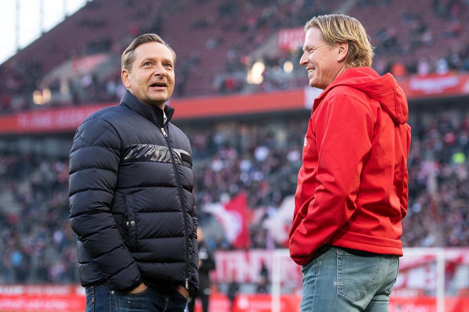 Trotz 17 Ligaspielen ohne Sieg hat 1. FC Köln-Chef Horst Heldt (50, r.) vehement das Festhalten an Trainer Markus Gisdol (51) verteidigt.
