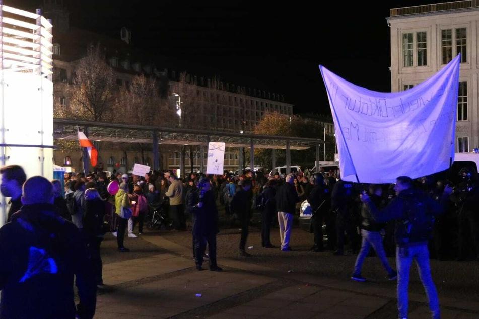 Die Demonstranten sind bis zum Hauptbahnhof und zurück marschiert.