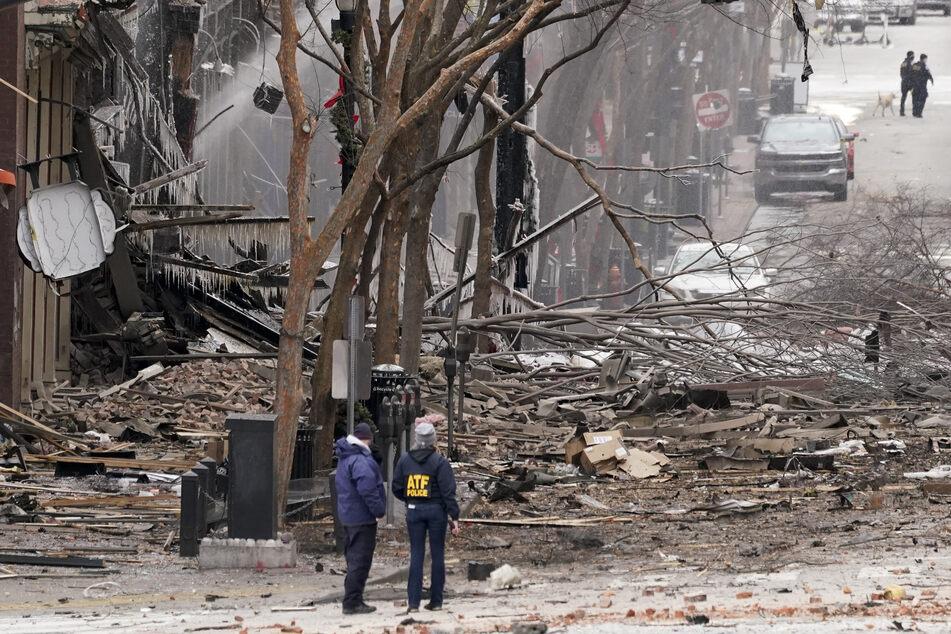 Einsatzkräfte arbeiten am Ort einer heftigen Explosion in der Innenstadt. Die Polizei bestätigte auf Twitter, dass es um 6.30 Uhr am Morgen (Ortszeit) an einem Fahrzeug eine Explosion gegeben habe.