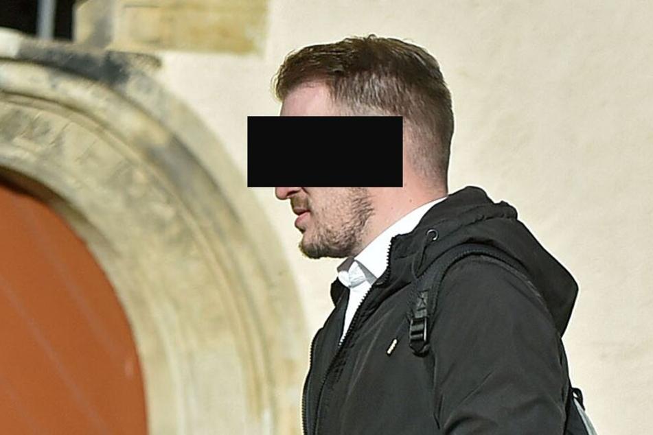 Stephan W. (28) aus Kreischa auf dem Weg zur Verhandlung.