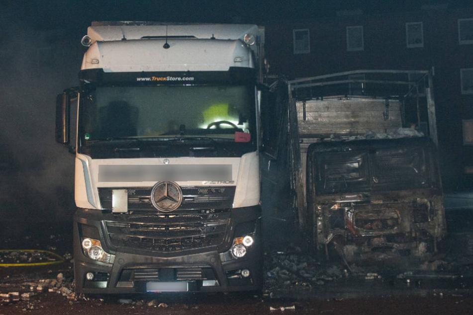 Die Lkw wurden bei dem Brand komplett zerstört.