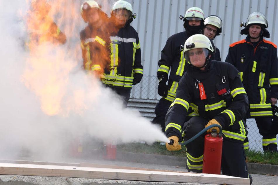 Nach einem ordentlichen Knall wurde das Feuer professionell von de Kameraden gelöscht.