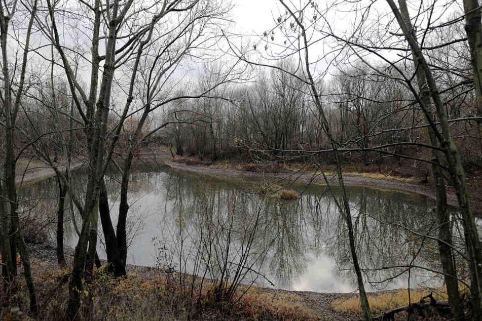 An einem See an der Straße Auf dem Mirzengrehn wurden die Kleiung und Tasche der 17-Jähringen gefunden.