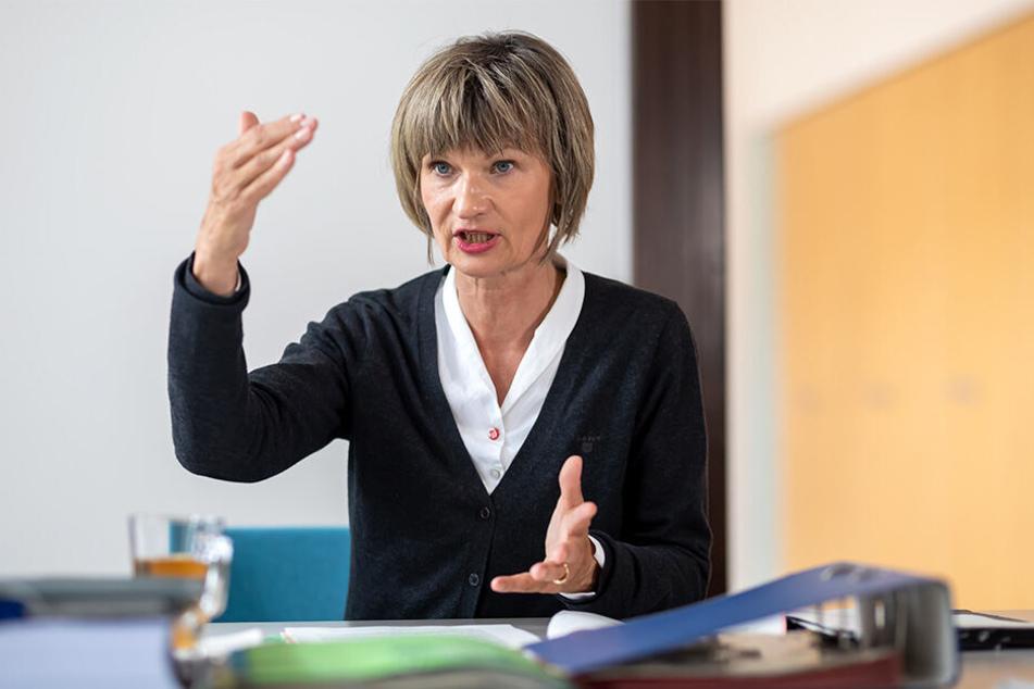Laberverbot geplant: OB Barbara Ludwig (57, SPD) will dem Stadtrat Neuerungen in der Geschäftsordnung vorschlagen, wie die Begrenzung der Redezeit.