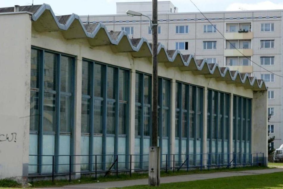 In der Nähe der Schwimmhalle Steinstraße wollte der Täter einen 18-Jährigen ausrauben, doch der wehrte sich extrem. (Symbolbild)