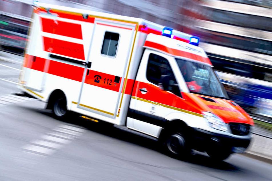 Per Rettungswagen musste ein Unfall-Opfer ins Krankenhaus gefahren werden.