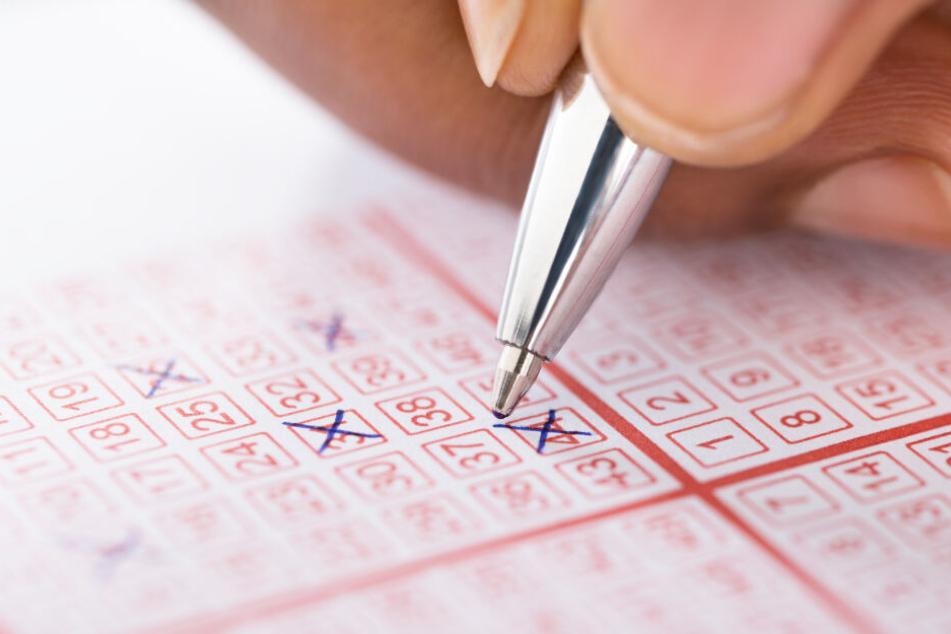 Eine Tippgemeinschaft aus Schwerin hat beim Lotto die richtigen Zahlen angekreuzt. (Symbolbild)