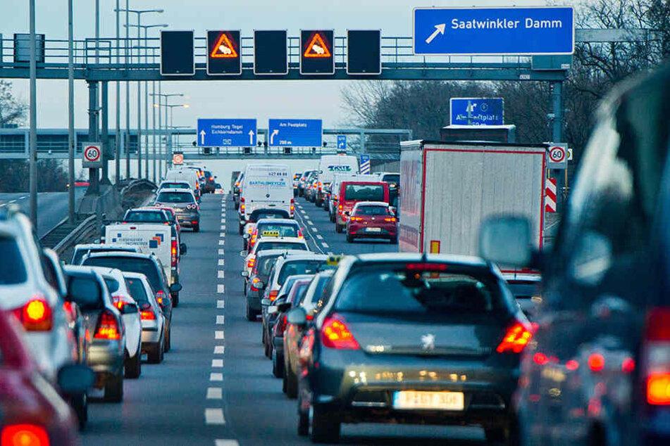 Mit Staus auf den bebauten Abschnitten der A113, der A100 und der Verbindungsbrücke von der A100 bis zur A115 sollte gerechnet werden (Symbolbild).