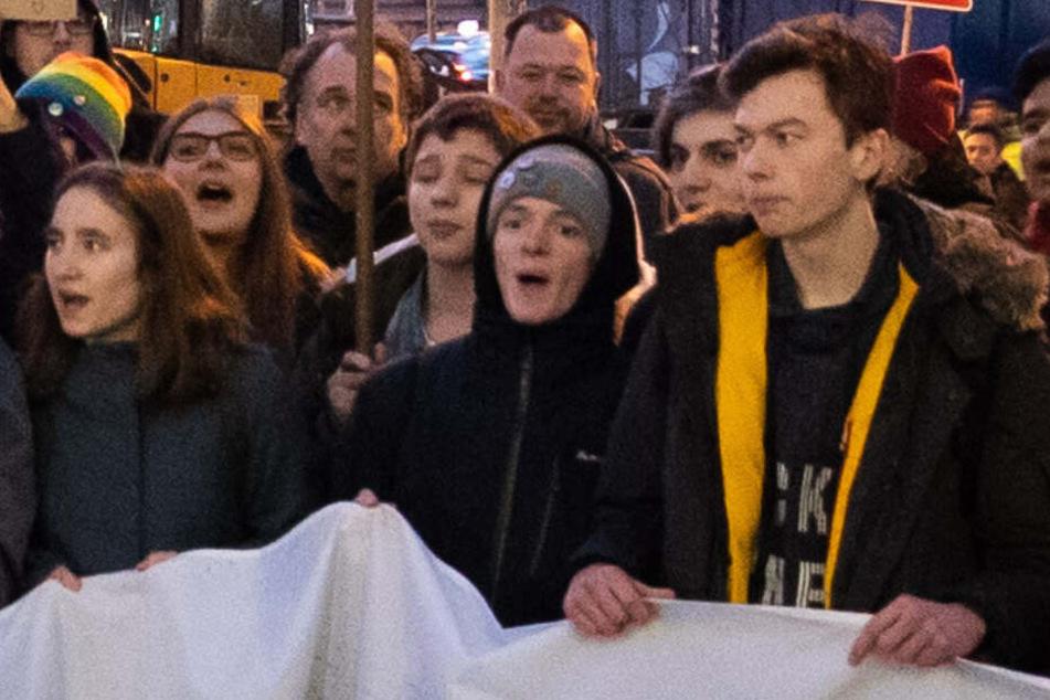 Tom Radtke (rechts) demonstrierte Anfang Januar mit Fridays for Future vor der Hamburger Siemens-Niederlassung.