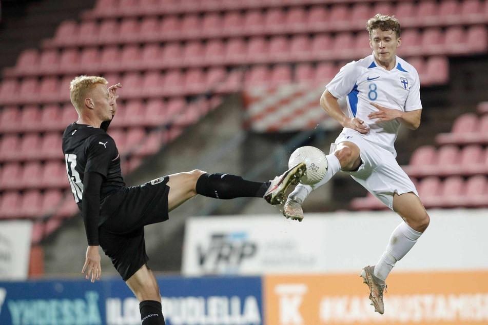 HSV-Profi Anssi Suhonen (19, r.) stand für die finnische Nationalmannschaft gegen Österreich 90 Minuten auf dem Platz.